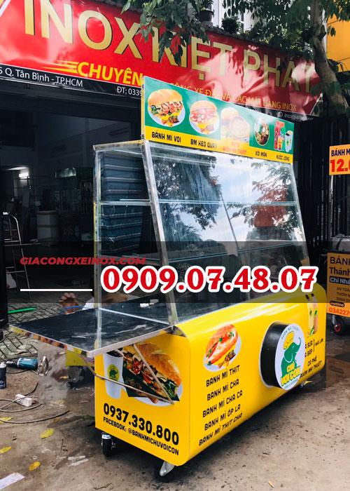 Tủ kính bán bánh mì thịt nguội